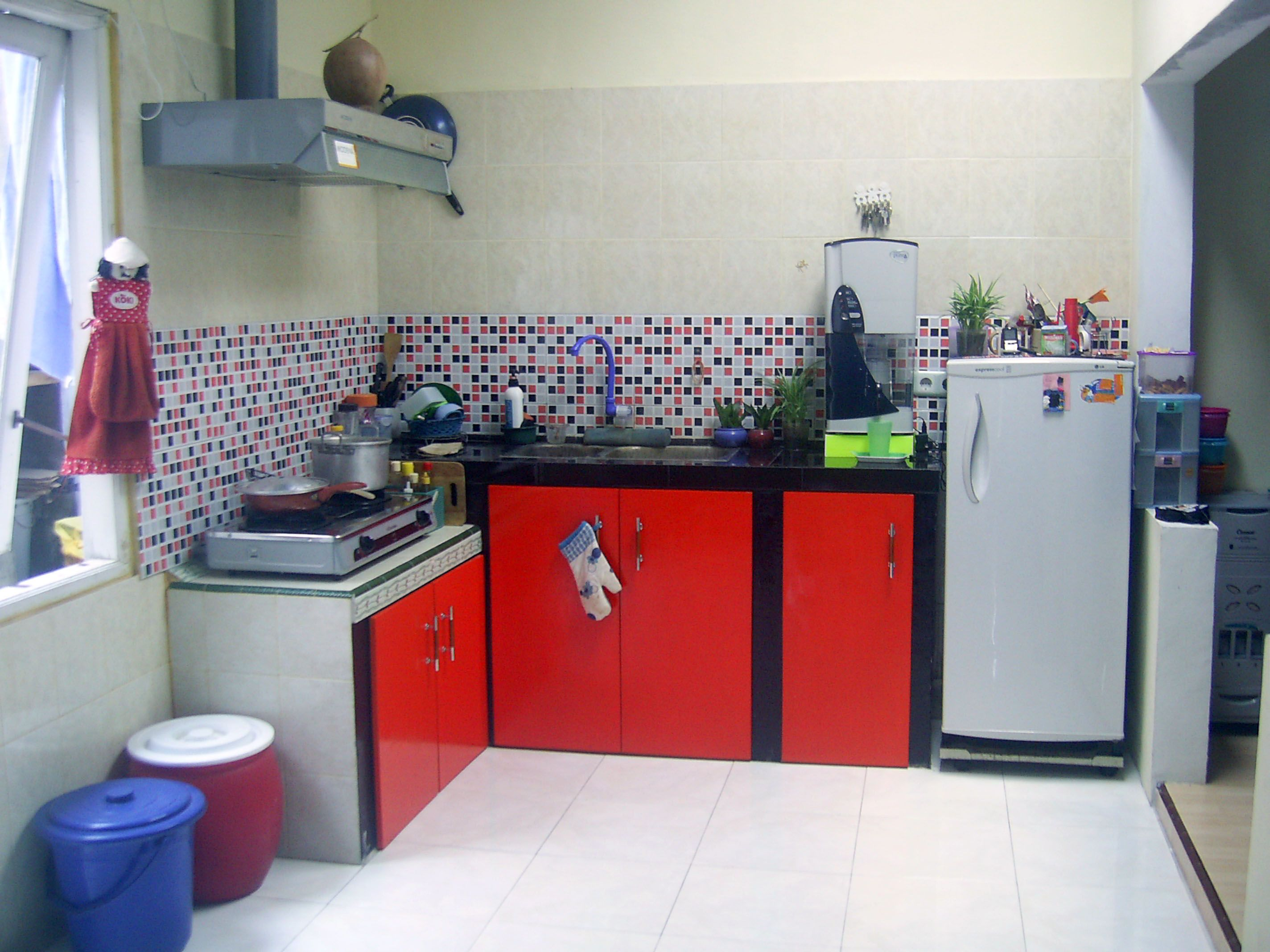 Red Kitchen Sets Kitchenette Lembang Backyard Organization