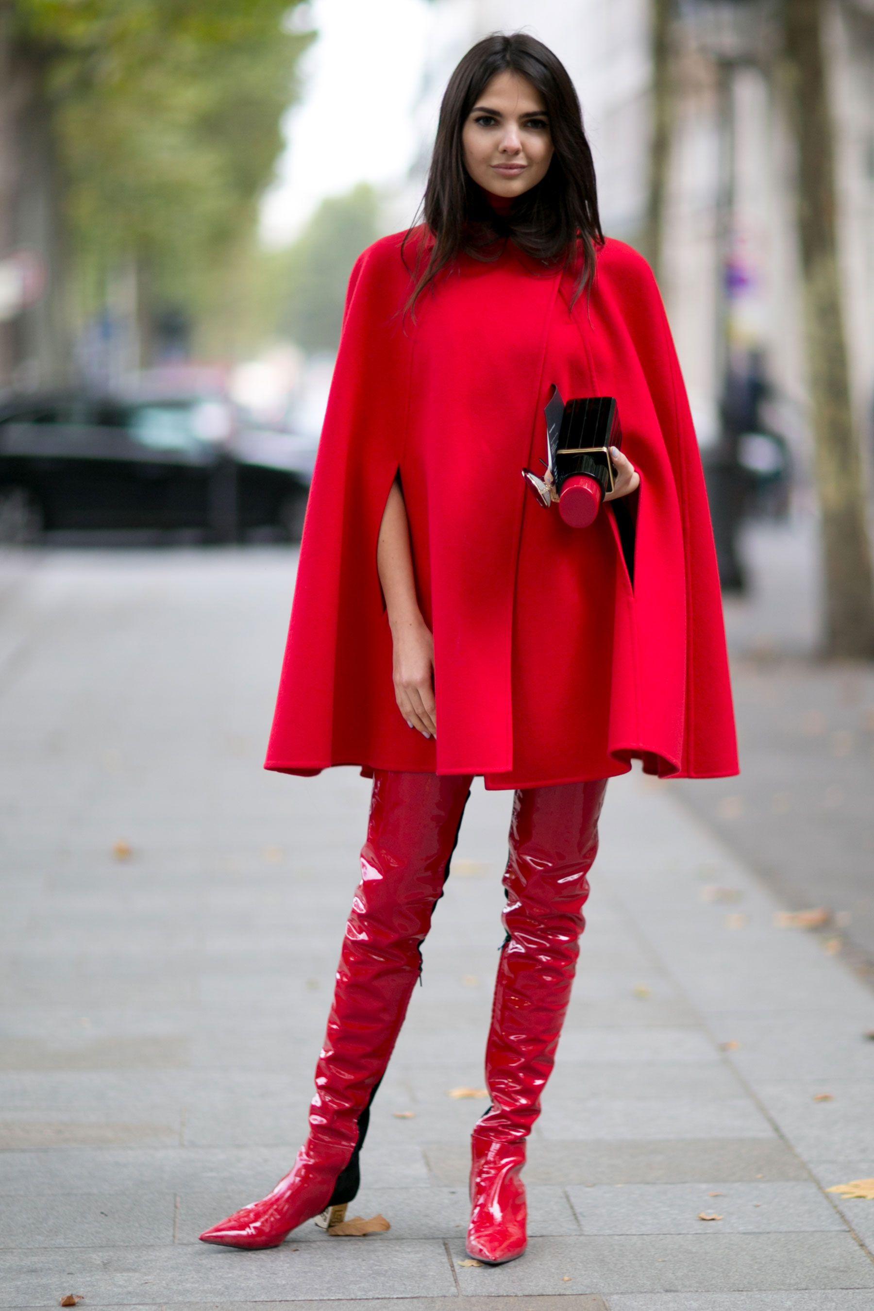 street style paris le total look rouge fashion week. Black Bedroom Furniture Sets. Home Design Ideas