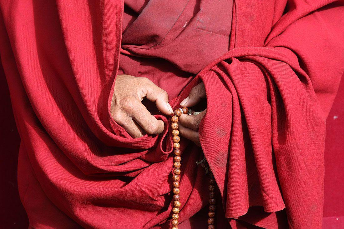 Pics For > Tibetan Monk Praying