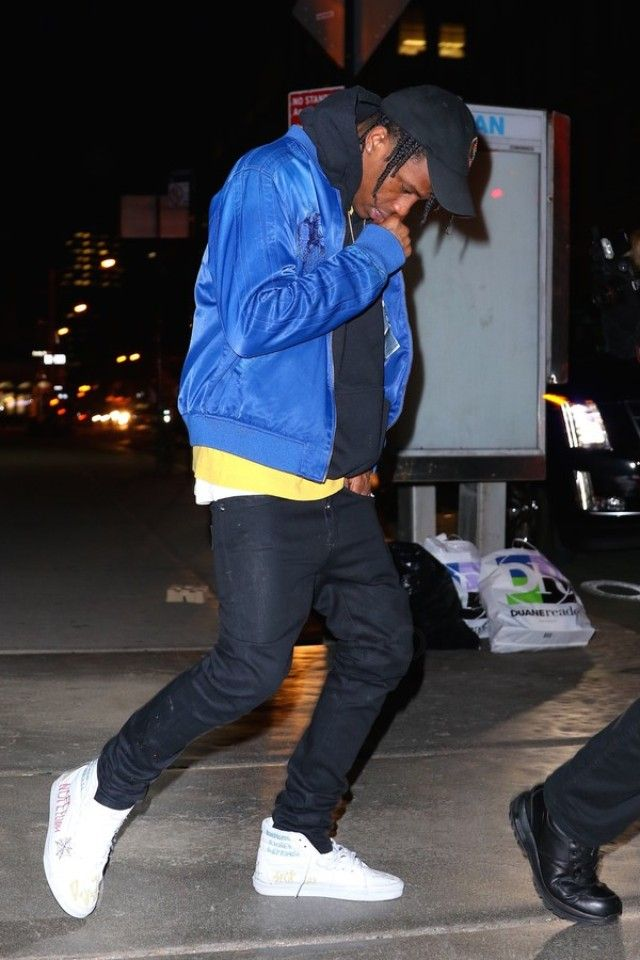 236d291c954 Travis Scott - Attending the dunk contest viewing party at a friends ...