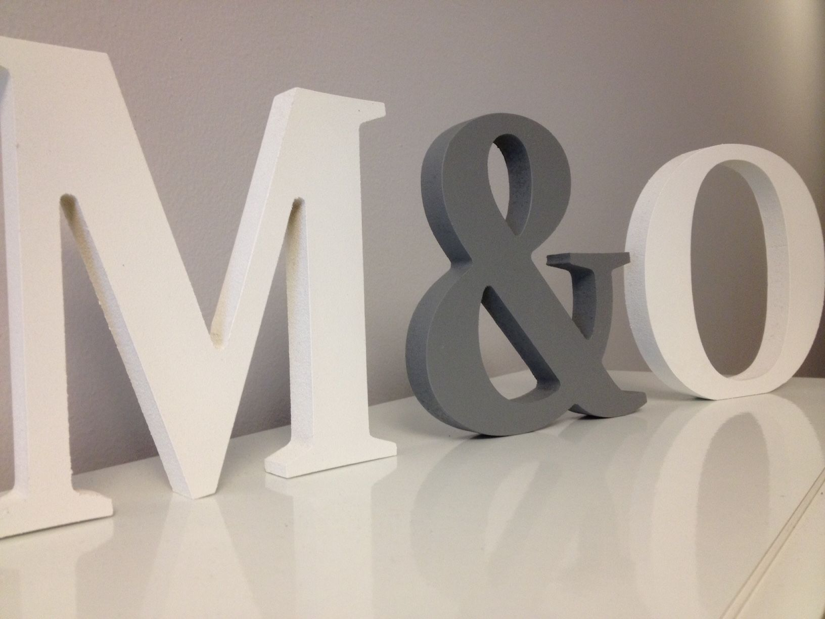 Iniciales decorativas en blanco y gris londres - Letras home decoracion ...