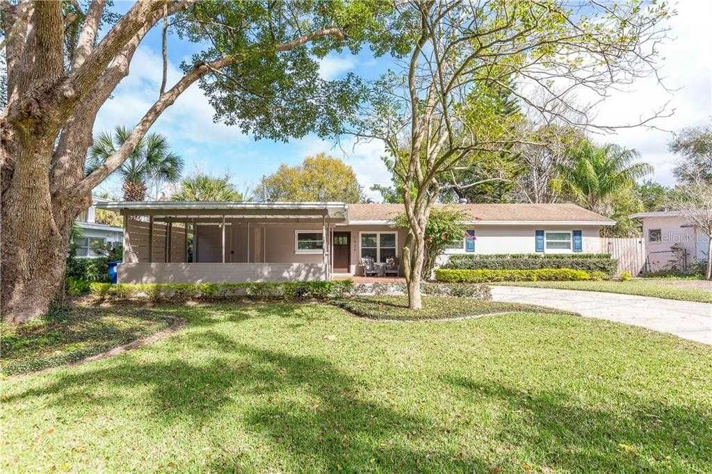 JUST LISTED! 🏠 Brick patios, Outdoor lighting, Outdoor
