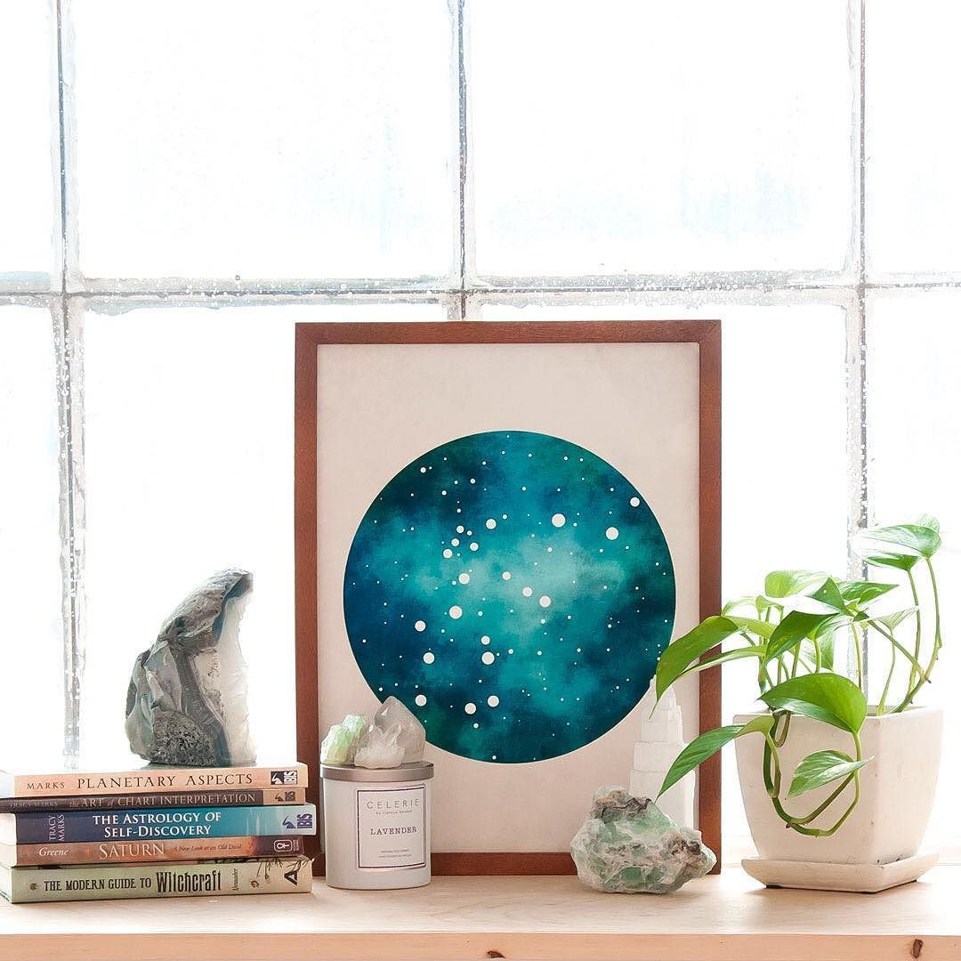 Bedroom sacred space. This constellation is part of a new series that I am slowly getting listed in the shop. . . #jungalowstyle #bohemiandecor #eclecticdecor #astrology #aquarius #sacredspace #crystallove #crystalhealing #fluorite #selenite #quartz #interiordecor #blackandthemoon #constellation #apartmenttherapy #urbanoutfitters #zodiac