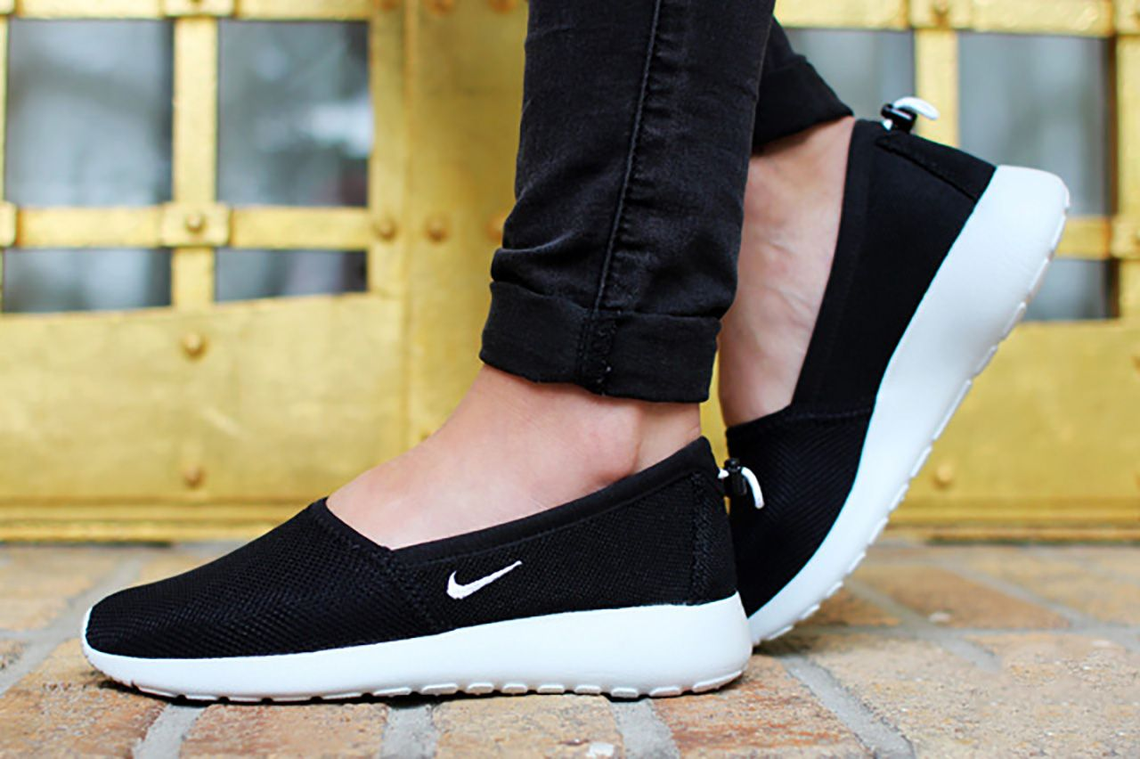 nike roshe slip on black