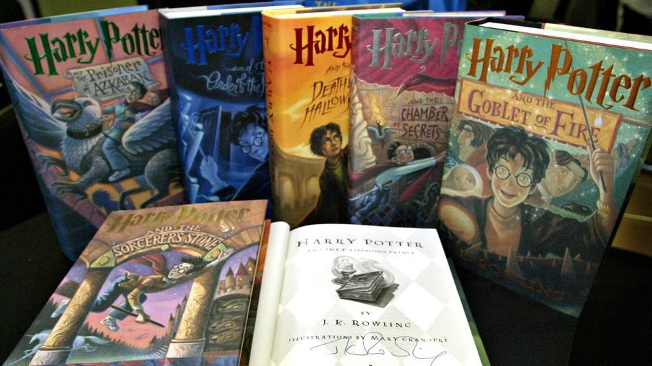 Harry Potter Spinoff Fantastic Beasts Gets Magical Release Date Harry Potter Book Set Harry Potter