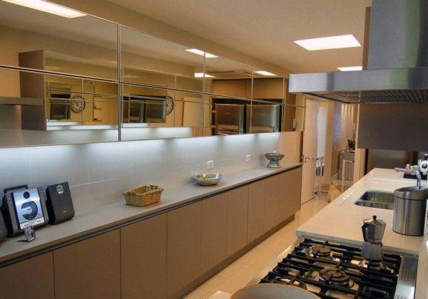 Cozinha com vidro reflecta bronze