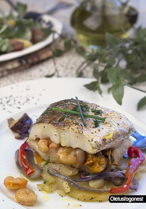Merluza rellena al horno pescados fish recipes ethnic for Cocinar pez espada al horno