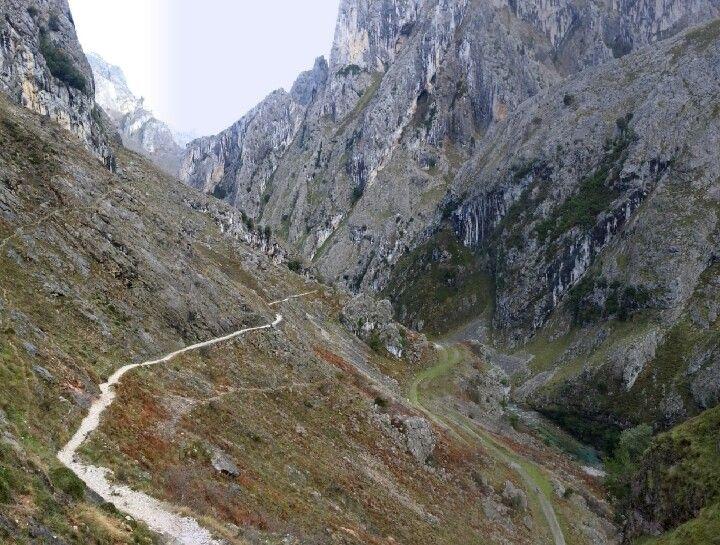En plena senda del Cares, desde Asturias.