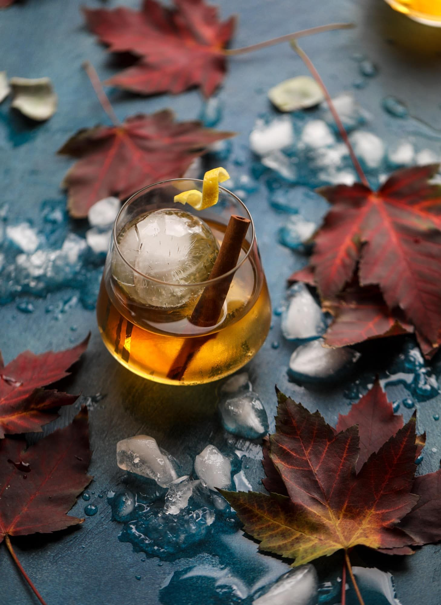 Smoked Maple Old Fashioned - Maple Old Fashioned Recipe #falldrinks