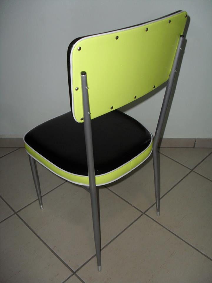 Cadeira do início da década de 60 com estrutura tubular, pés estilo palito, assento e encosto estofados e pintura epóxi na cor cinza metálica. Peça única. TRAPICHE VINTAGE { VENDIDA }
