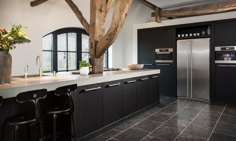 Landelijke keuken met een landelijke touch   Natuursteen keukenvloer   Nibo Stone