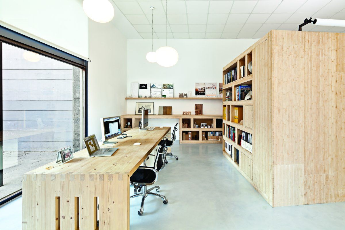 Bamboo casework + natural oiled pine desk [there has to be some steel hidden beneath that freespan desktop...]