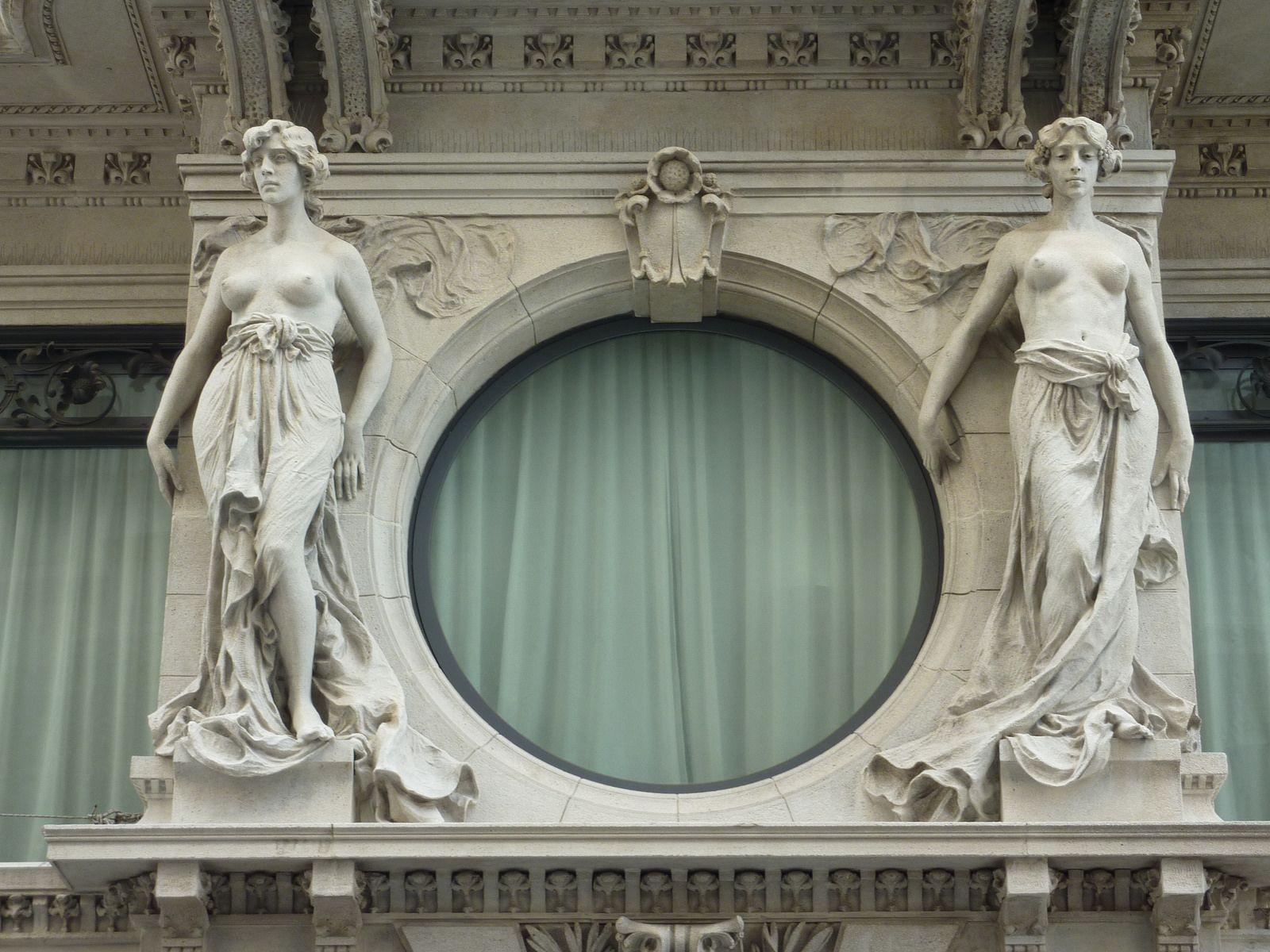 Trieste, Woman statues on a building     #TuscanyAgriturismoGiratola