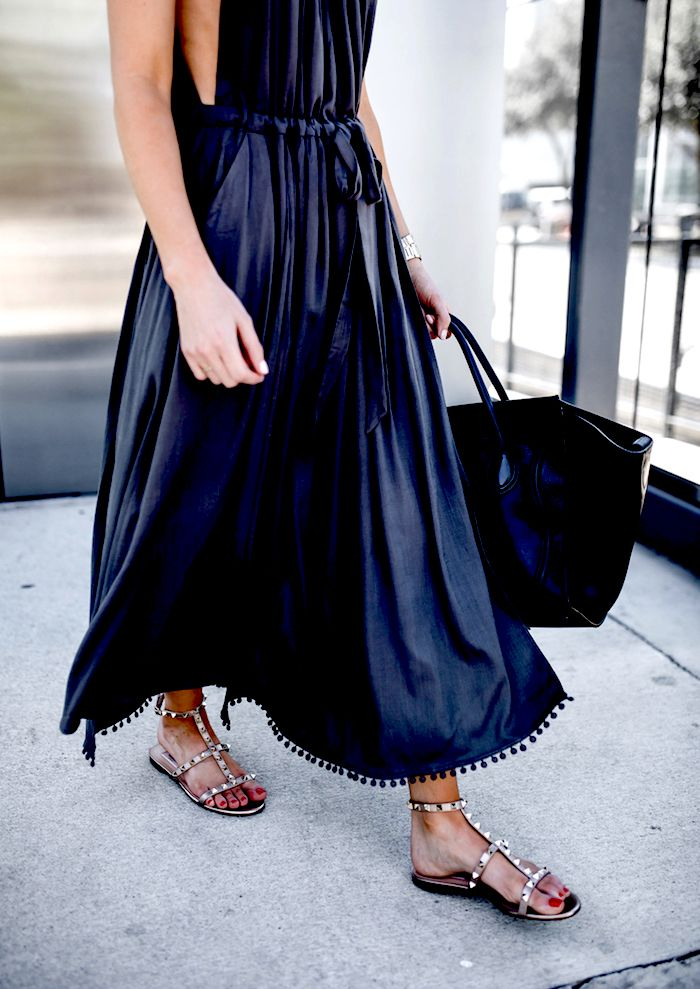 4662ec2957 I ve been on a midi dress kick lately!! I love how this flowy one is casual  enough for day or can be dressed up with heels for night.