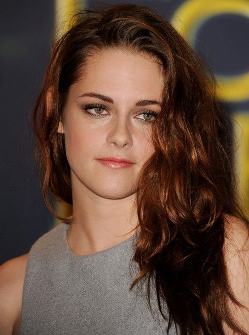 kristen stewart long hairstyle: deep side part | kristen stewart and