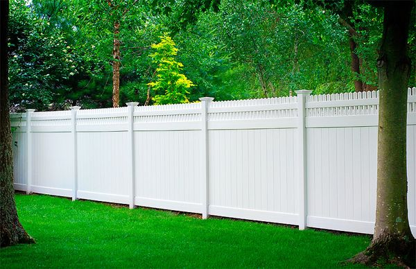 Outdoor Fencing Ideas Outdoortheme Com Vinyl Privacy Fence Vinyl Fence Backyard Fences