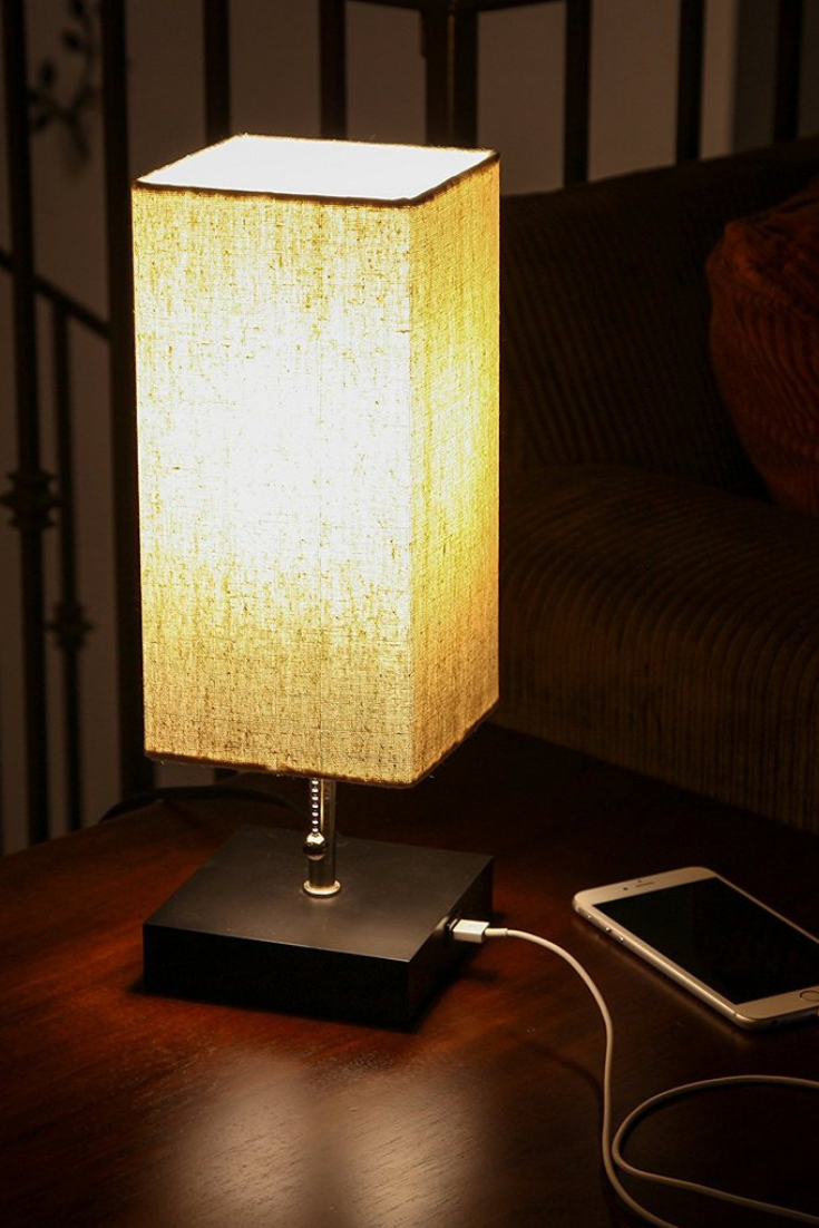 Gorgeous Modern Lamp That Looks Great With Any Decor The Unique Modern Style And Size Of This Lamp Makes It The Perfect Bedsi Modern Lamp Lamp Modern Desk Lamp
