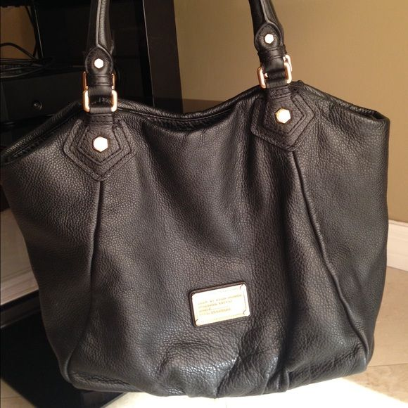 Marc by Marc Jacobs Black Leather Workwear Bag Authentic, beautiful, and functional black leather shoulder bag. In amazing condition, very spacious but great for every day use. Dust bag is included! Marc by Marc Jacobs Bags Shoulder Bags