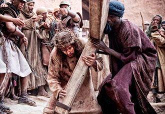 VAI VALER A PENA EU SEI QUE VAI: LEGISTA FAZ RECONSTITUIÇÃO DA CRUCIFICAÇÃO DE JESU...