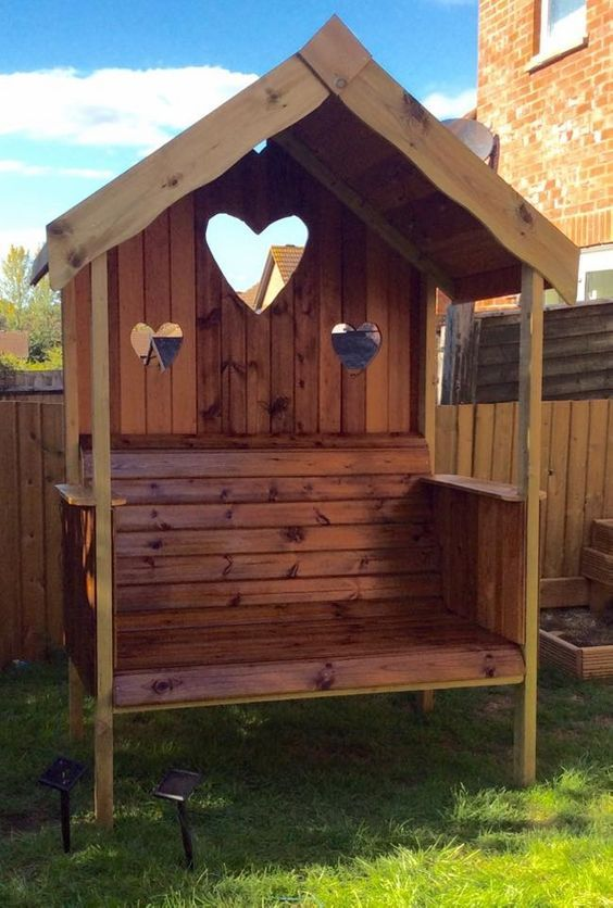 De Leukste Zelfgemaakte Zitjes Voor In De Tuin 8 Ideetjes Voor Jong En Oud Zelfmaak Ideetjes Pallet Garden Benches Pallet Diy Wood Pallet Projects