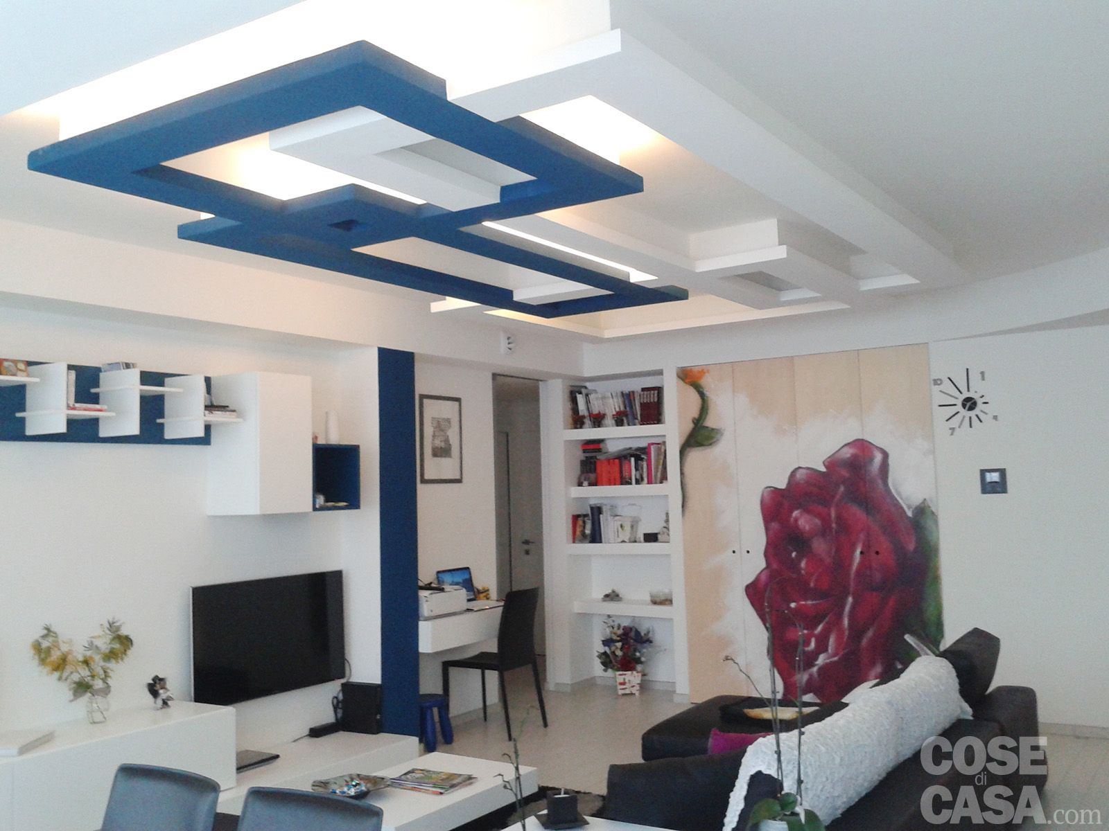 Una casa con giochi di luce soluzioni d arredamento e finiture
