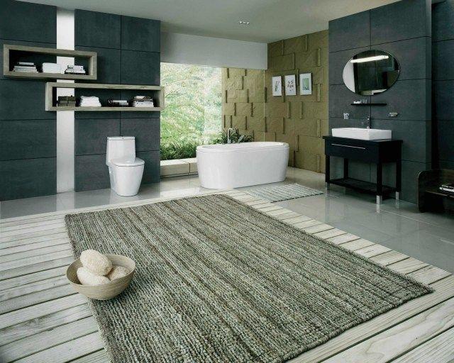 Gemütliches Bad Mit Holz-Dielenboden-Schwarze Wände Mit Regalen