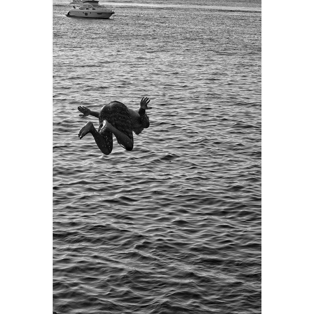 Voar é possível ; ) (Porto da Barra) #fotografiaderua #baianidadenagô_ #streetphotobrasil #streetphotography #salvador #bahia #brasil #shoot2kill #zeroseteum #streetphotobahia a #streetphotographers #helloicp #bwstyles #bw_lover #bwstyles_gf #bw_society #monochrome #monochromatic #natgeo #blackandwhitephotography #StreetPhoto_Brasil #lensculturestreets #lensculture #allblack #allblackcommunity #instagrambrasil #igs_world #igw_urban by danmeirajr