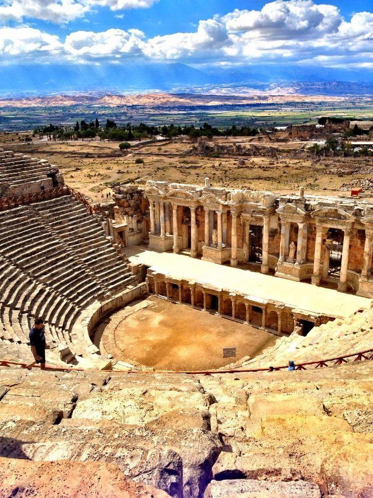 Hermosas ruinas de un antiguo teatro, Hierápolis, Turquía (Wonder Niza Photozz)