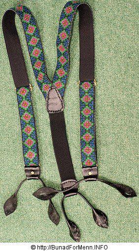 Bukseselene er beregnet for å holde bunadsbuksen oppe, samtidig som det var stas å dekorere dem med ulike mønstre og farger. Vi broderer alle våre bukseseler for hånd etter gamle mønstre og fargevalg