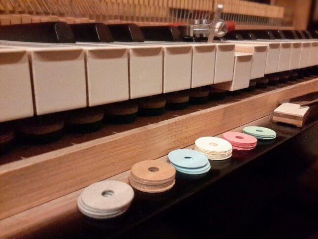 Beim #arbeiten #Tasten #Spieltiefe   http://www.facebook.com/KlavierstimmerBerlin.Reparatur.Verkauf