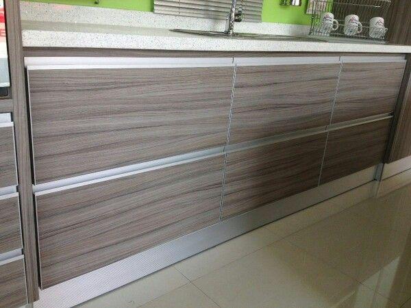 Cocina con tiradores de aluminio embutidos melamine - Tiradores de armarios de cocina ...