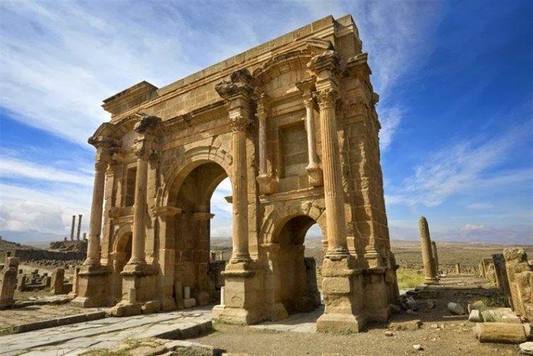 مدينة تيمقاد الأثرية في الجزائر مدينة أثرية رومانية موجودة في الجزائر بناها الامبراطور تراجان حوالي العام 100 م ب ن Ancient Ruins Historical Place Ancient