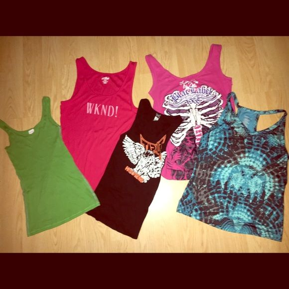 Tank Bundle 5 tank top bundle 3 large one red one that says WKND! One that says black label and is pink and one that's different shades of blues there are also 2 smalls one hunter green one and one hooters mma tap out limited edition one that's black and orange all from a smoke free house Tops Tank Tops