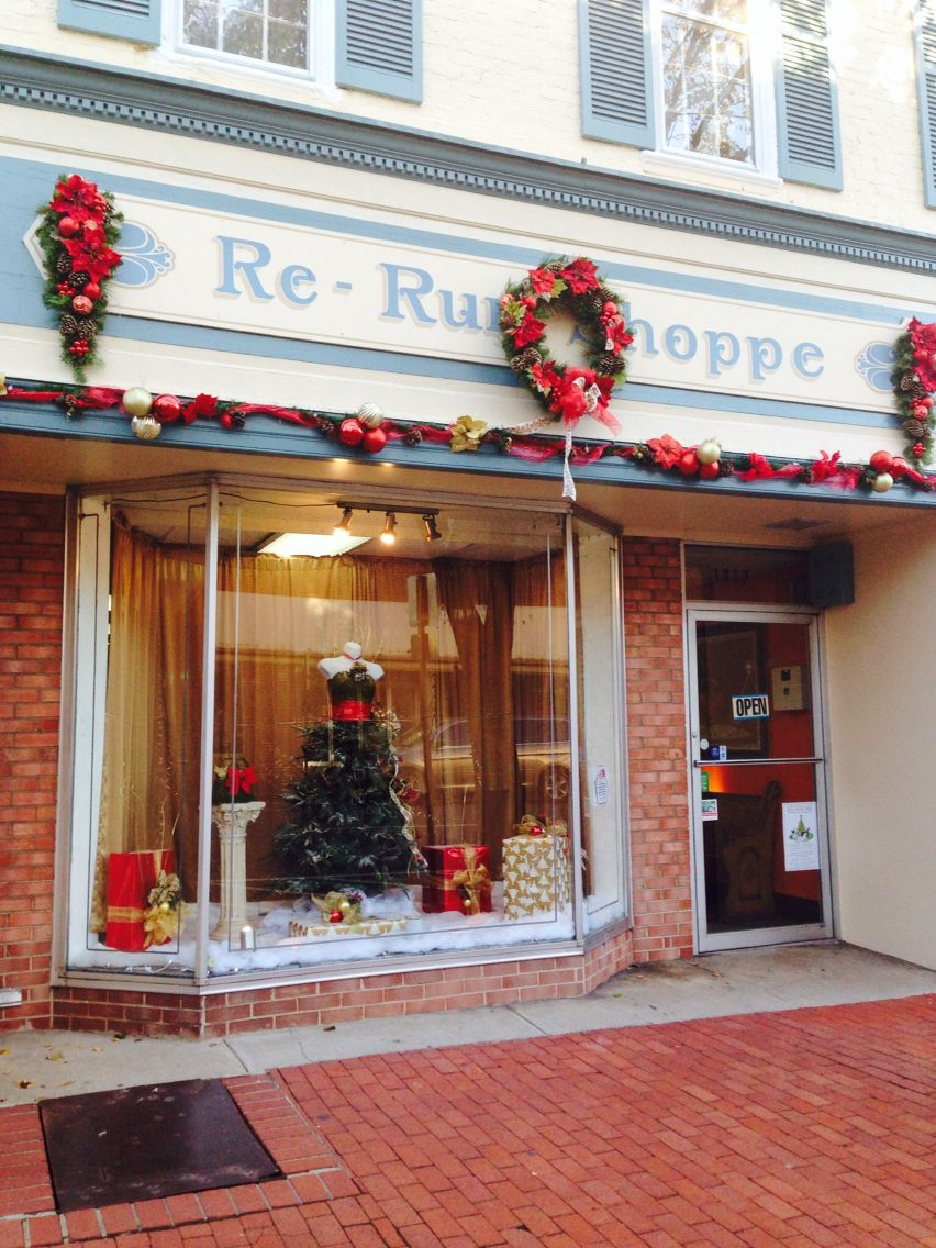 My first storefront window   Holiday decor, Holiday, Decor