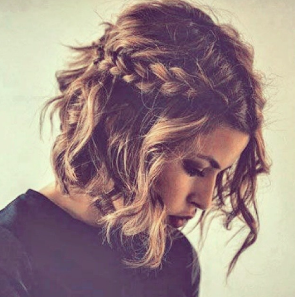 10 Festive Ways To Style Short Hair During The Holidays Hair Styles Short Hair Styles Pretty Hairstyles