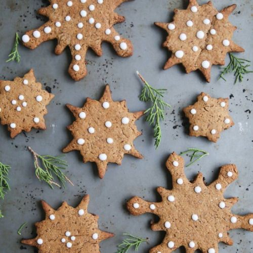 Healthy Gingerbread Cookies-Get your hourly source of sweet...