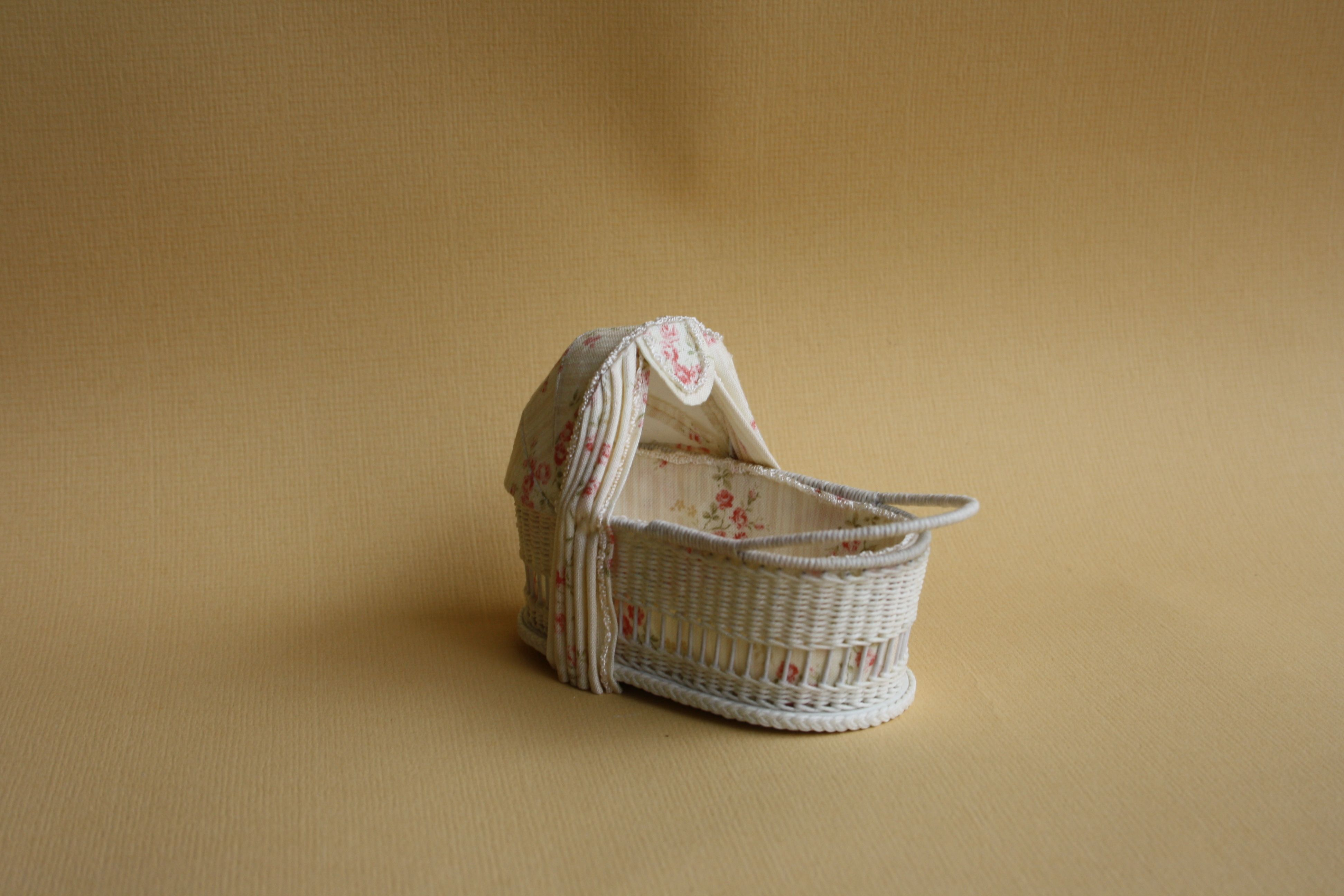 Commission. Wicker crib, scale 1: 12, made by Will Werson.