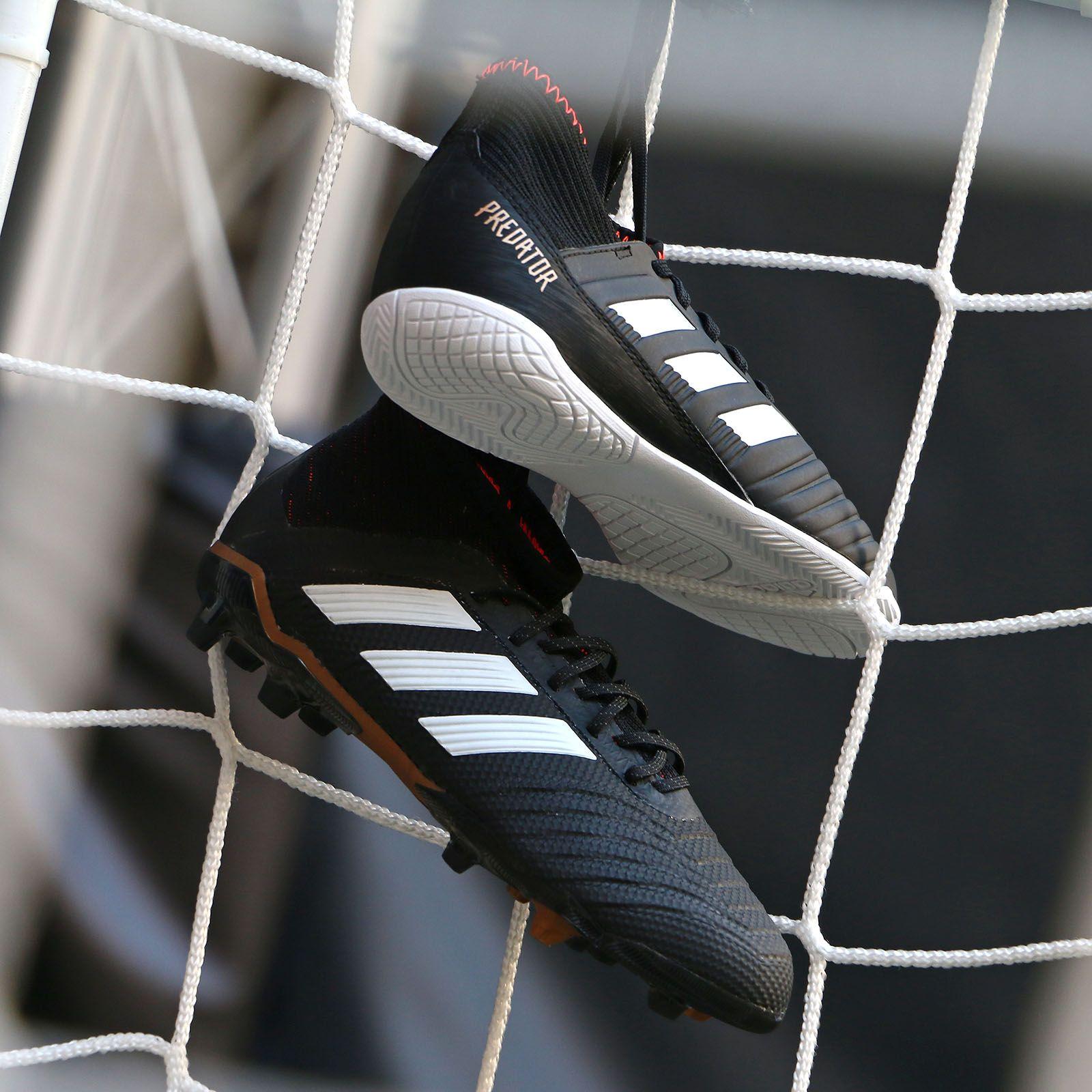 Botas y zapatillas de fútbol adidas predator. Foto: Marcela