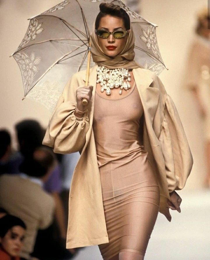 Naomi Campbell Kate Moss Flaunts Their Sizzling: Pin On Christy Turlington Runway