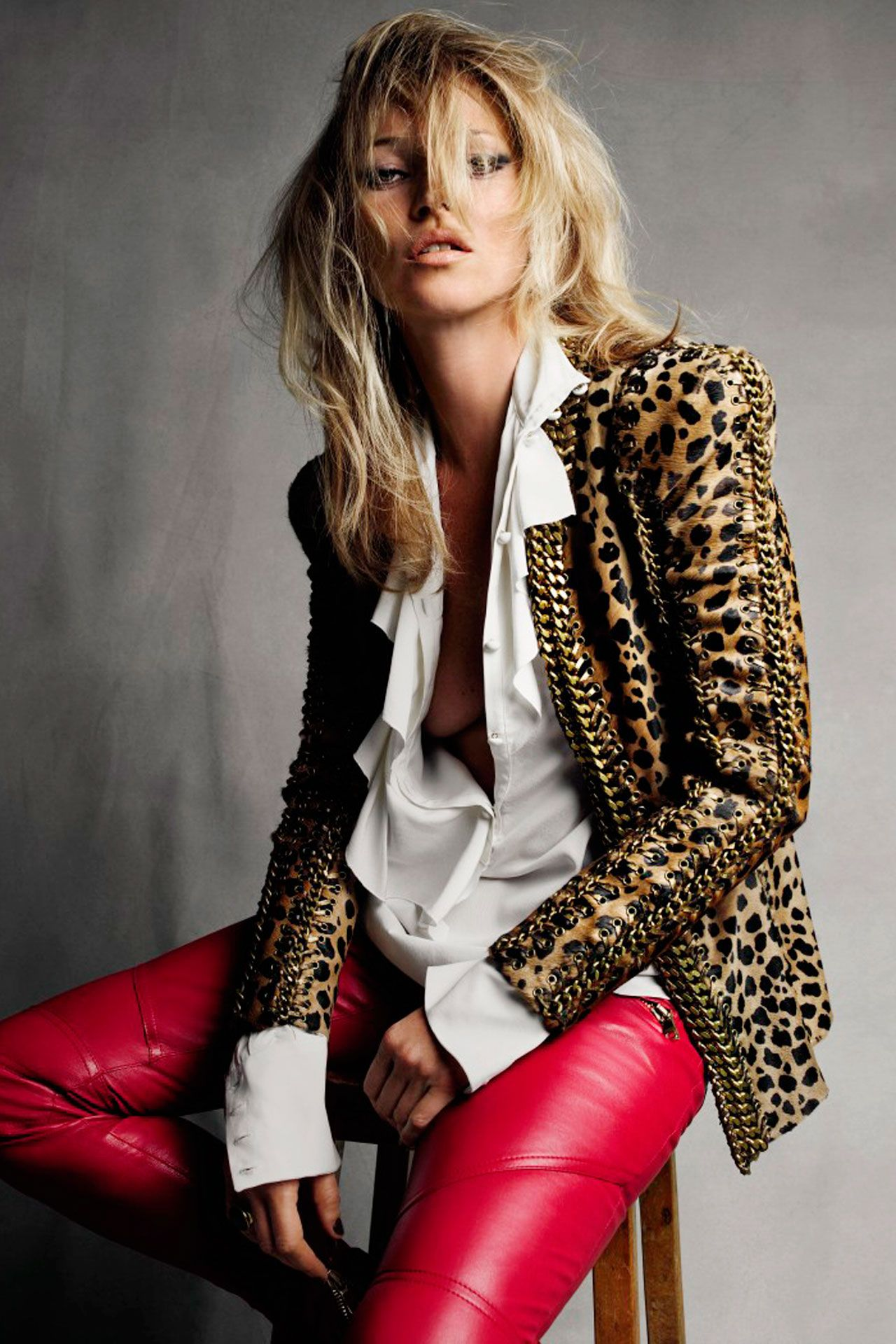 ed9cd9fae Inside Kate Moss's Home | Fall Essentials | Kate moss style, Red ...