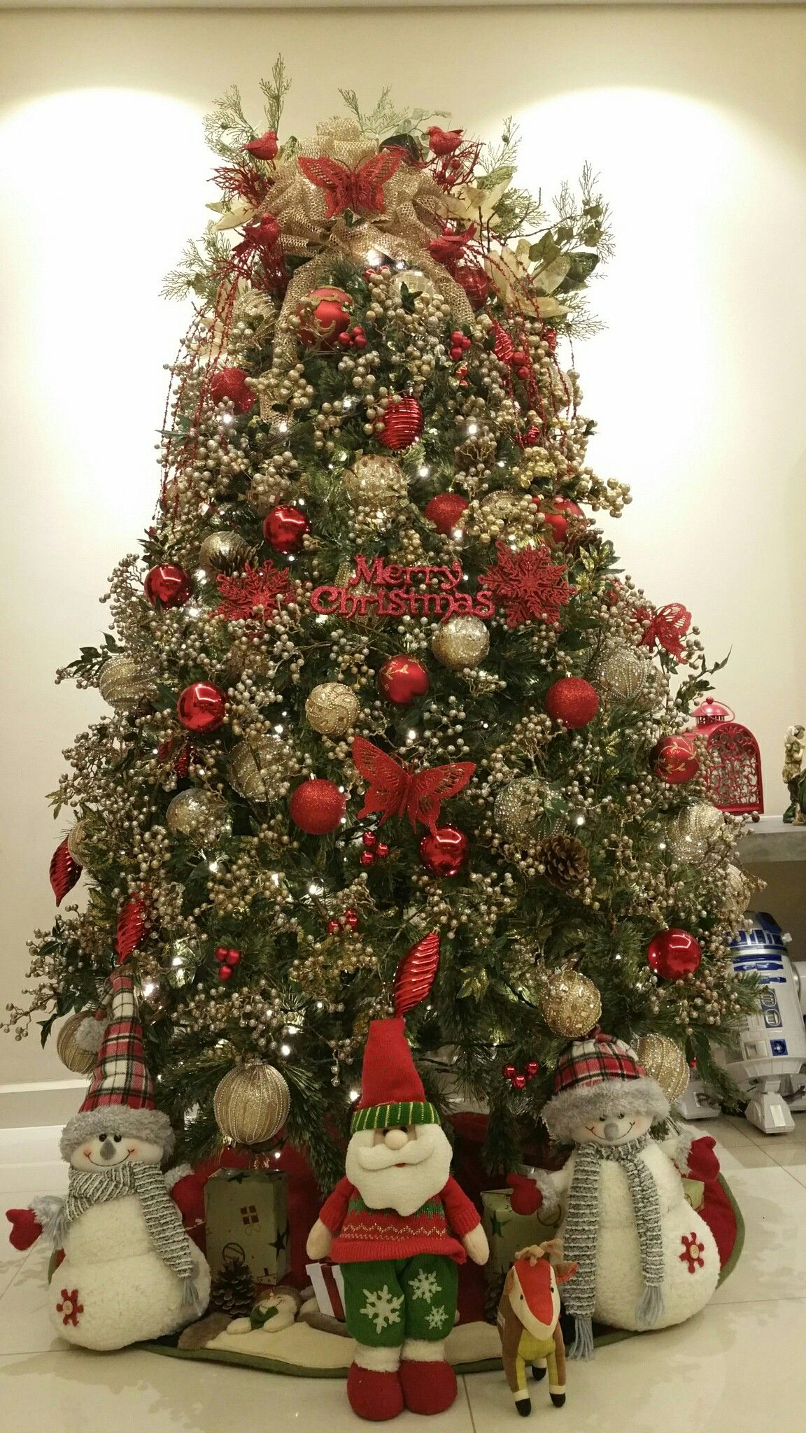 Christmas tree of sweets and champagne: make an original decoration