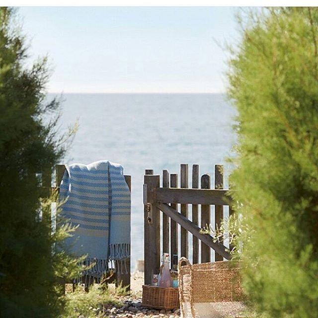 Deseando ver el mar las 24 horas del dia.....ya queda poquito... #decoration #design #homedesign #decoracionrustica #homedecoration #homedecor #interdesign #papelpintado #weekends #reformas #style #design #interiorismobarcelona