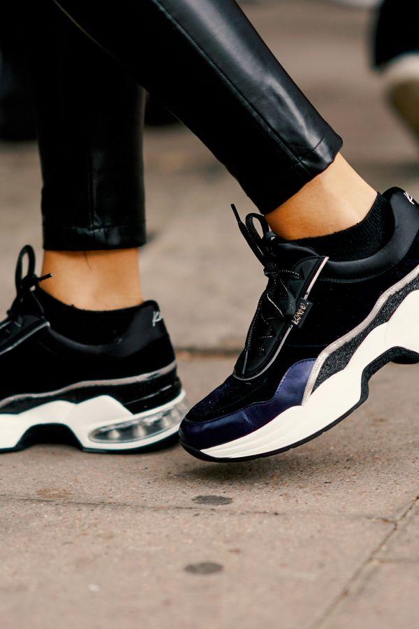 Schwarze Sneaker sind der neue Hype im Herbst. Die schönsten