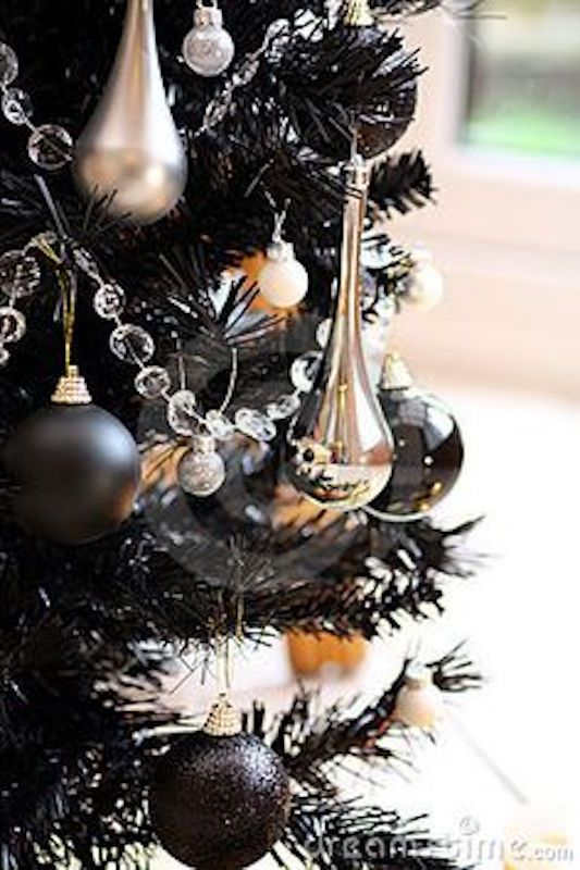 How To Find The Right Holiday Decor For Your Home S Style Kukun Modern Christmas Tree Gold Christmas Tree Silver Christmas Tree