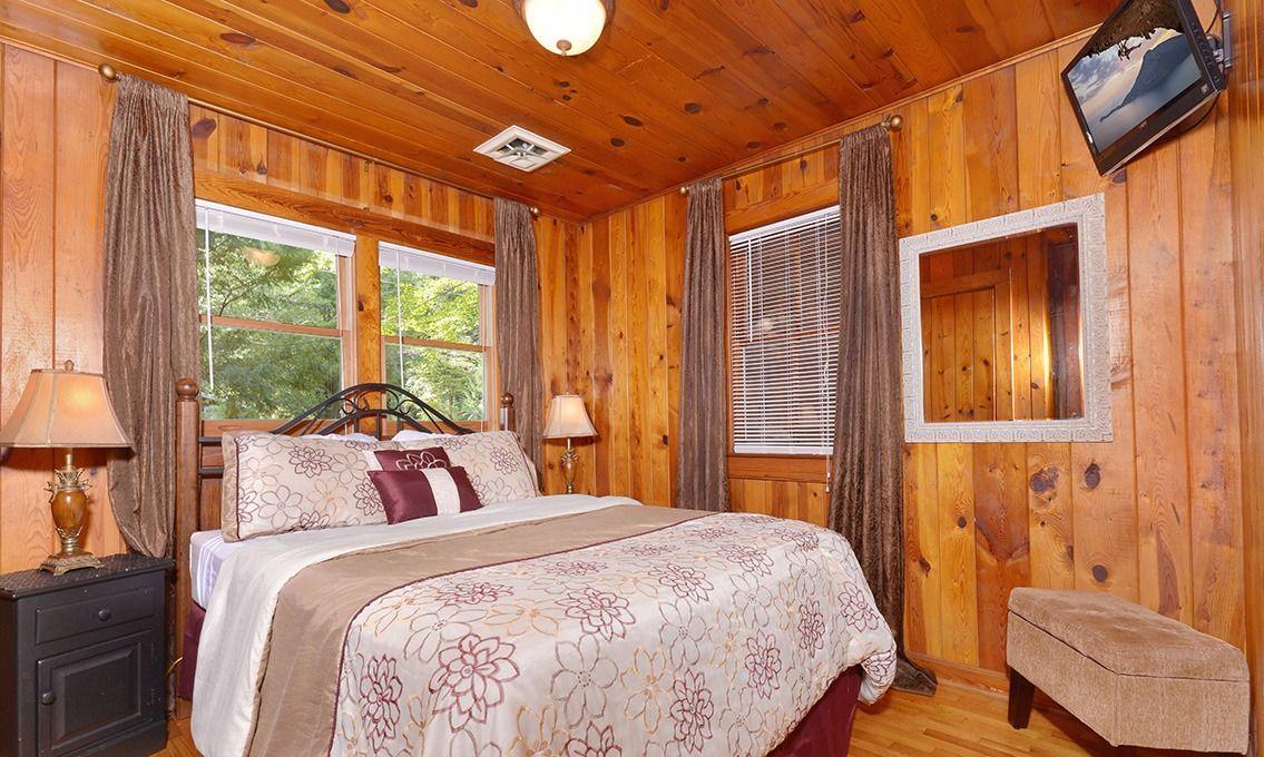 Superbe Gatlinburg Cabin Rentals   River Romance