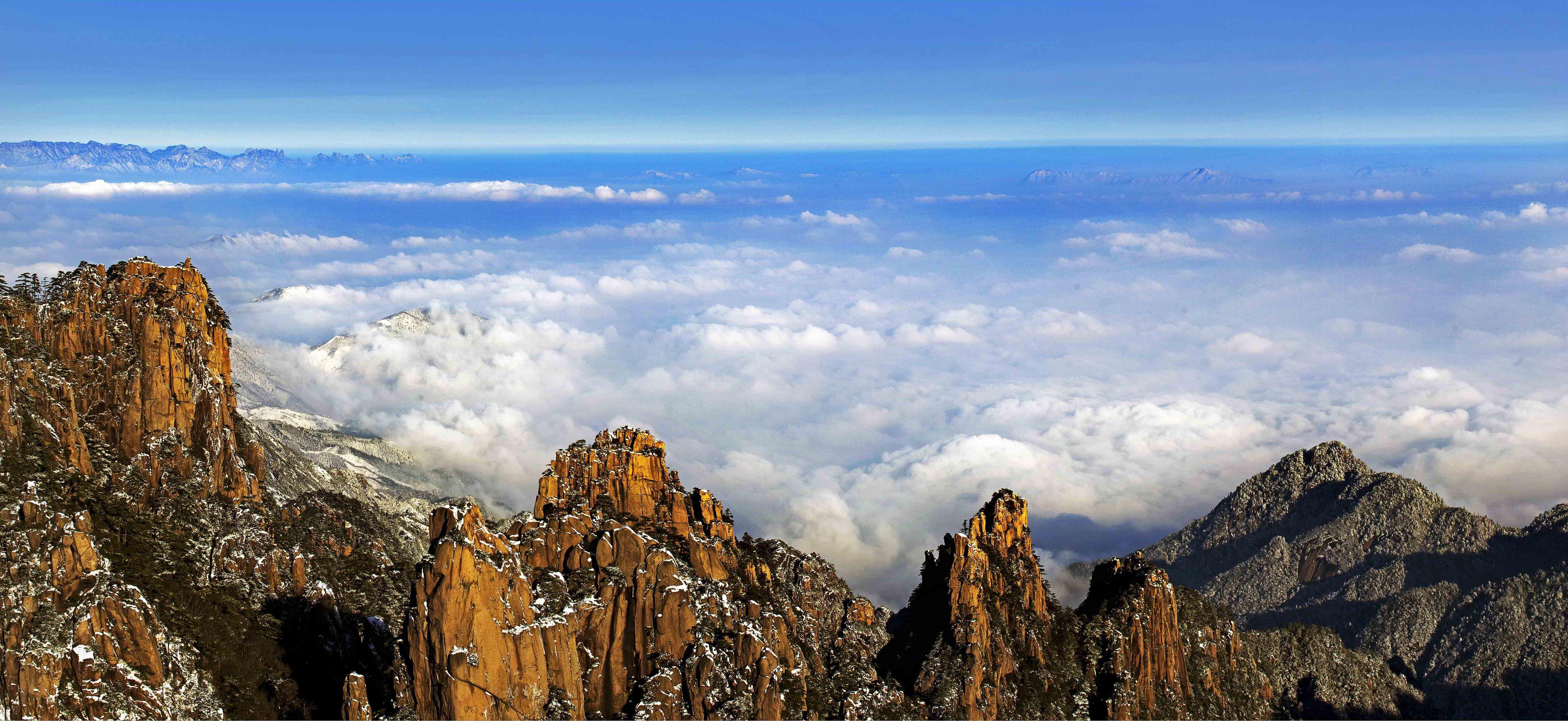 Mer de nuages à Huangshan, Chine.   Natural landmarks ...