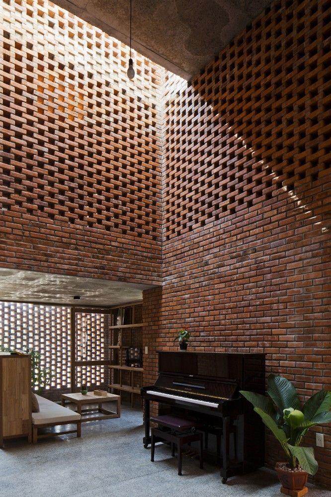 Muro con tabique rojo dando una iluminaci n a trav s de for Ladrillos decorativos para exteriores