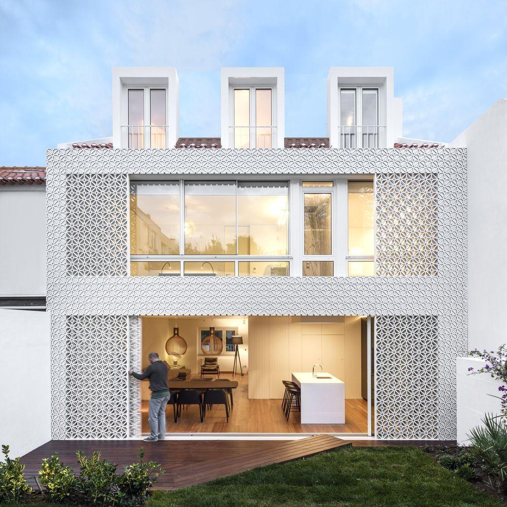 Galeria De Casas Exteriores: Galería De Casa Restelo / João Tiago Aguiar Arquitectos