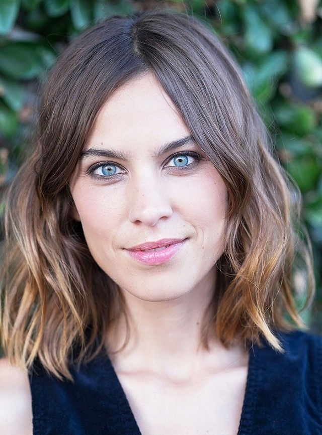 Flattering Haircuts For Round Faces Haircuts Face And Hair Inspo