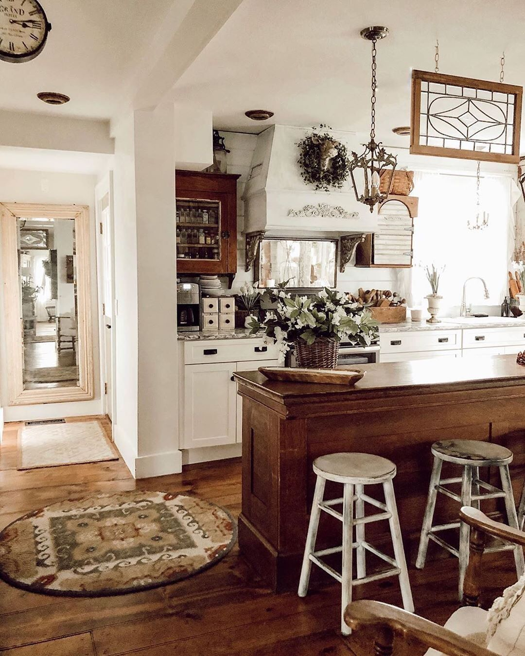 Farmhouse Fanatics On Instagram A Little Kitchen Inspo For The Rusticfarmhouse Lovers Out There Houseon French Country Kitchens Home Home Kitchens